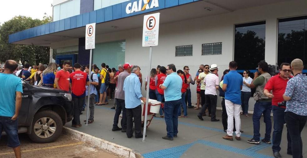 Manifestantes protestaram em Palmas contra a reforma trabalhista (Foto: Evandro Mendes/TV Anhanguera)
