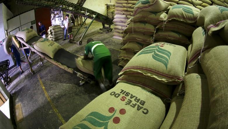 cafe-exportacao-santos (Foto: Paulo Whitaker/Reuters)