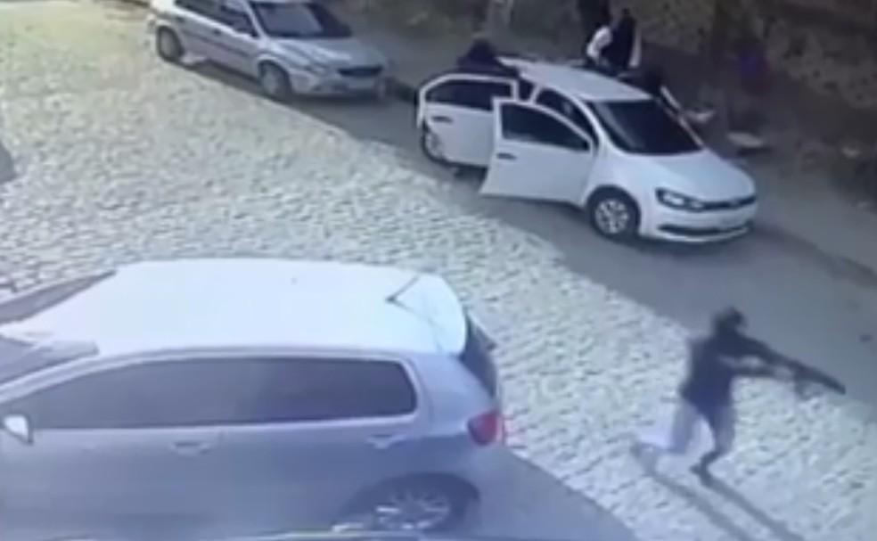 Segundo o Fogo Cruzado, a média diária no Grande Recife é de 4,1 tiros — Foto: Reprodução/TV Globo