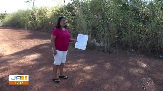 Loteamento é tomado pelo mato e moradora não encontra área comprada há 12 anos