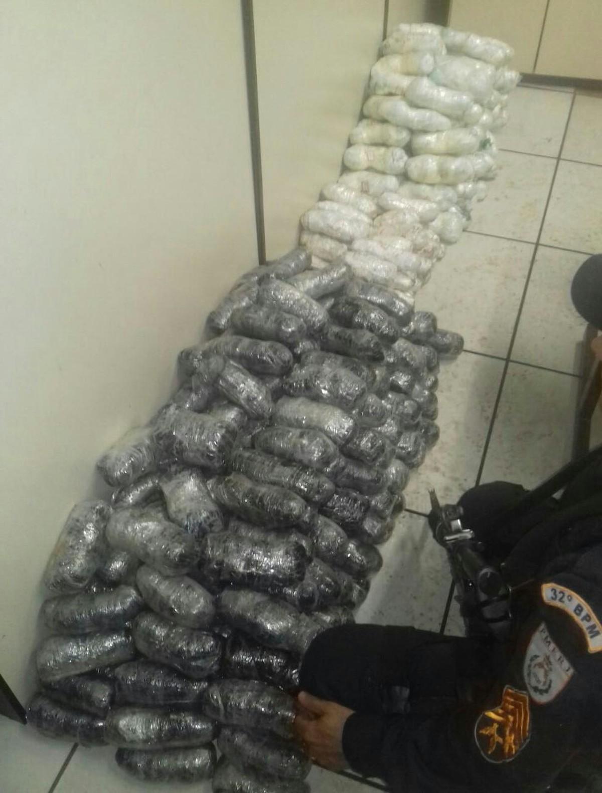 Polícia Militar apreende drogas escondidas em caminhonete em Casimiro de Abreu, no RJ