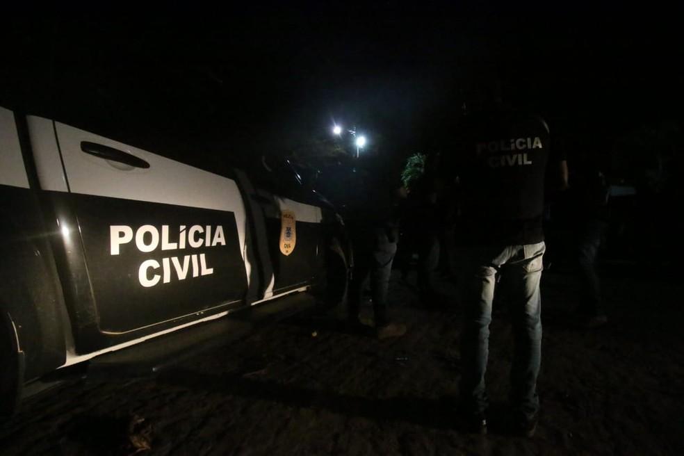 Operação policial cumpre mandados de busca e apreensão contra tráfico de drogas em Cachoeira — Foto: Alberto Maraux / SSP-BA