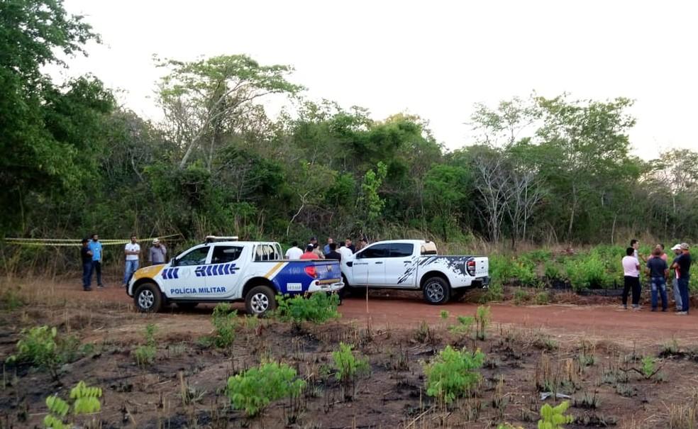 Polícia interditou local onde a caminhonete foi encontrada — Foto: Leal Júnior/Divulgação