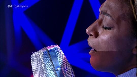Cantora britânica Ala.ni se apresenta no 'Altas Horas'