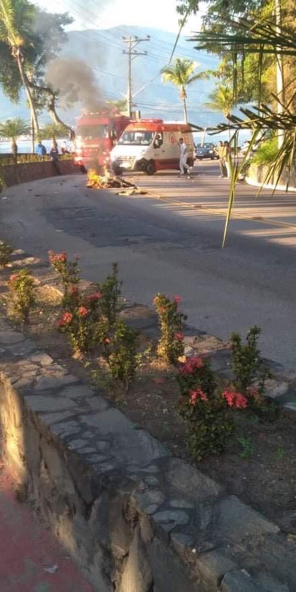 Motociclista morre após colidir contra ônibus em São Sebastião — Foto: Luciano Antonio Dias dos Santos/ arquivo pessoal