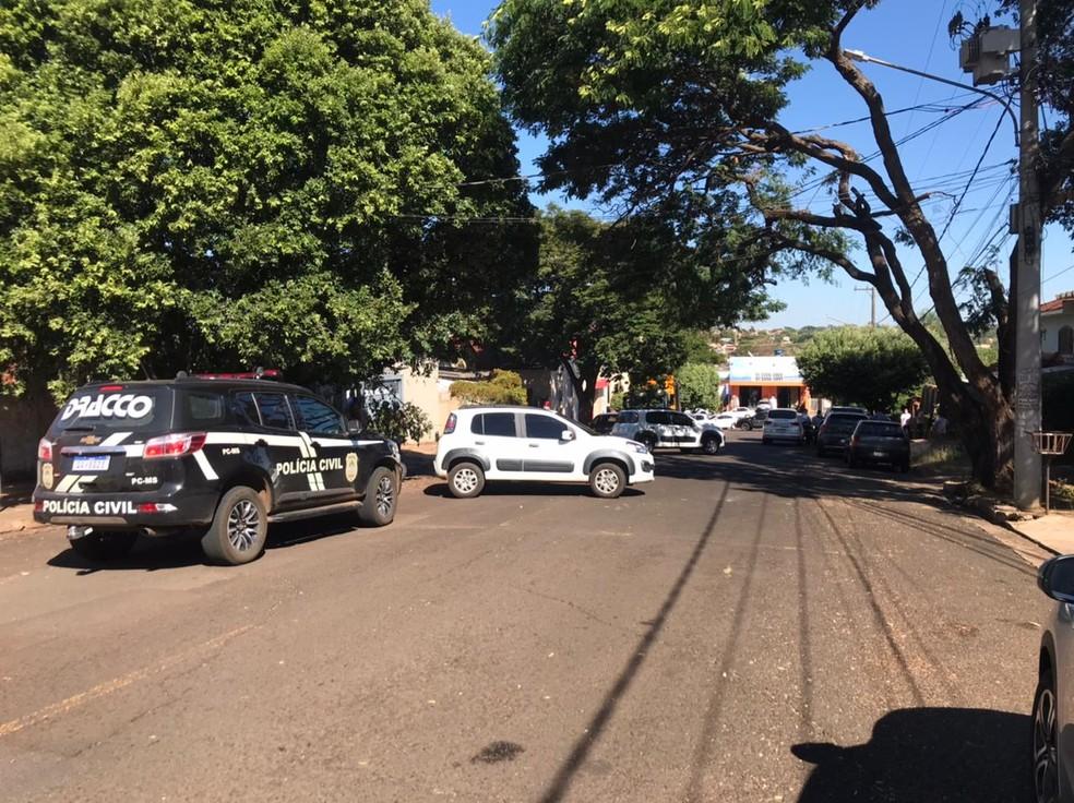 Polícia fechou a rua da casa dela  Foto: Cleto Kiper/TV Morena