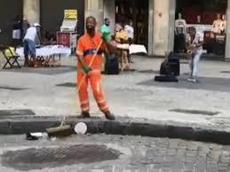 O gari dançarino no Centro do Rio