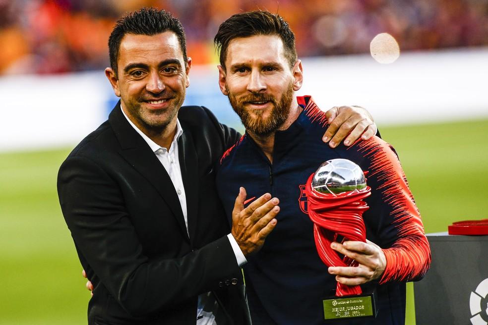 Xavi Hernández e Messi poderiam se reencontrar caso o espanhol fosse nomeado técnico do Barcelona, e o argentino decidisse ficar — Foto: Xavier Bonilla/Getty Images