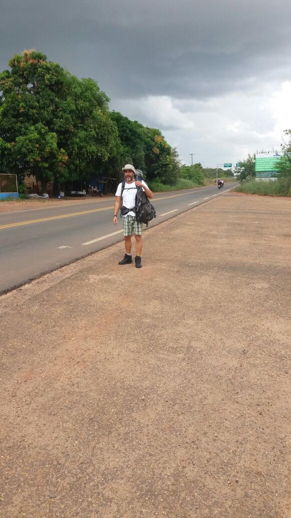 Professor que viaja o Brasil de carona chega a Roraima: 'parece outro país'