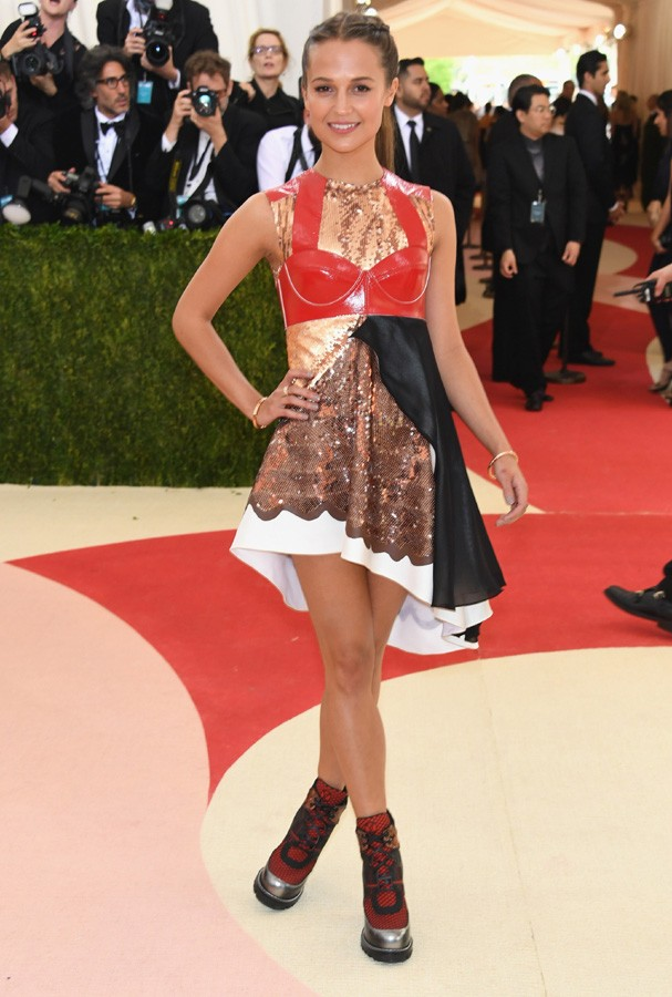 Alicia Vikander vestindo Louis Vuitton (Foto: Getty Images)