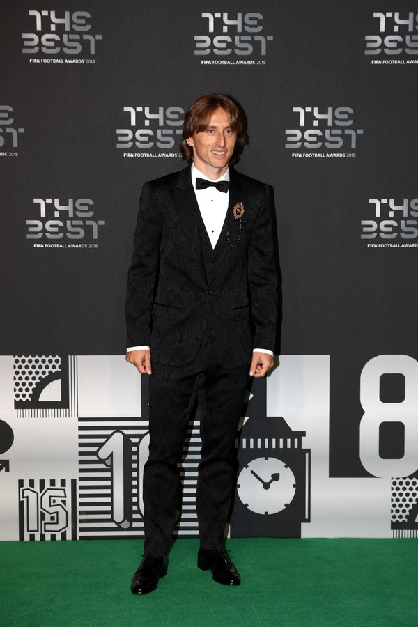 LONDON, ENGLAND - SEPTEMBER 24:  Luka Modric of Real Madrid arrives on the Green Carpet ahead of The Best FIFA Football Awards at Royal Festival Hall on September 24, 2018 in London, England.  (Photo by Julian Finney/Getty Images) (Foto: Getty Images)