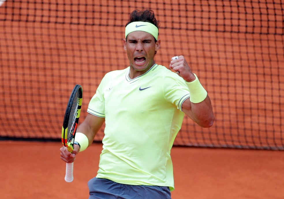 Rafael Nadal contra Roger Federer em Roland Garros — Foto: REUTERS/Charles Platiau