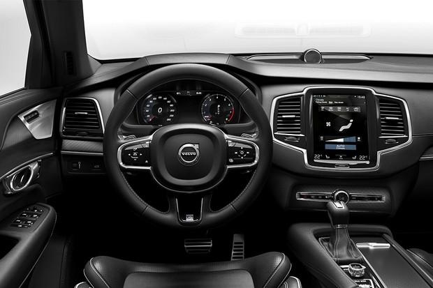 The all-new Volvo XC90 R-Design - interior, driver view (Foto: Divulgação)