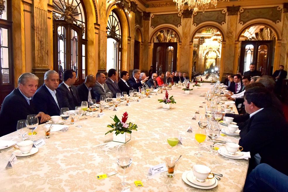 Governador anunciou pagamento do IPVA em reunião com prefeitos mineiros (Foto: Governo de Minas/Divulgação)