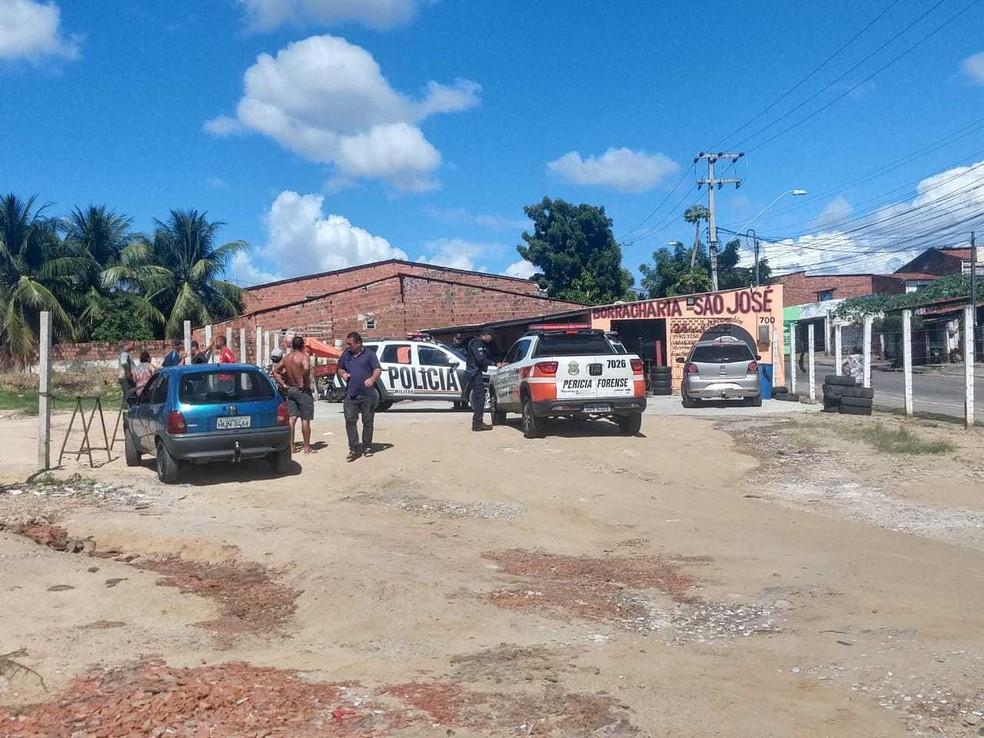 Homem é morto na frente da mãe em borracharia, em Fortaleza. — Foto: Divulgação