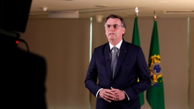 Jair Bolsonaro em pronunciamento sobre incêndios, na semana passada: tema mobilizou a diplomacia brasileira (Foto: Presidência da República via BBC News)