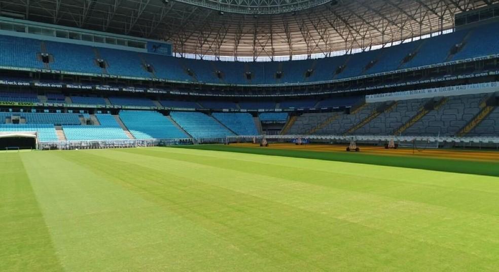 Gramado da Arena do Grêmio recebe cuidados — Foto: Divulgação