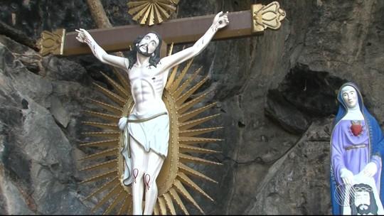 Festa do Divino Espírito Santo reúne multidão de fiéis em Bom Jesus da Lapa, na BA