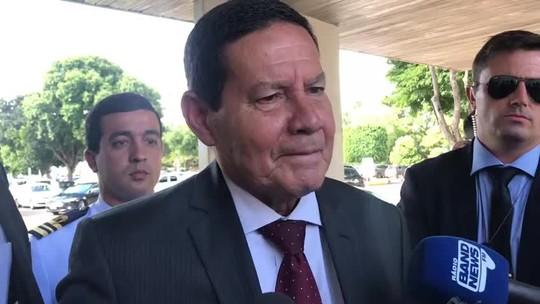 'Vira a página', responde Mourão ao ser questionado sobre novas críticas do filho de Bolsonaro