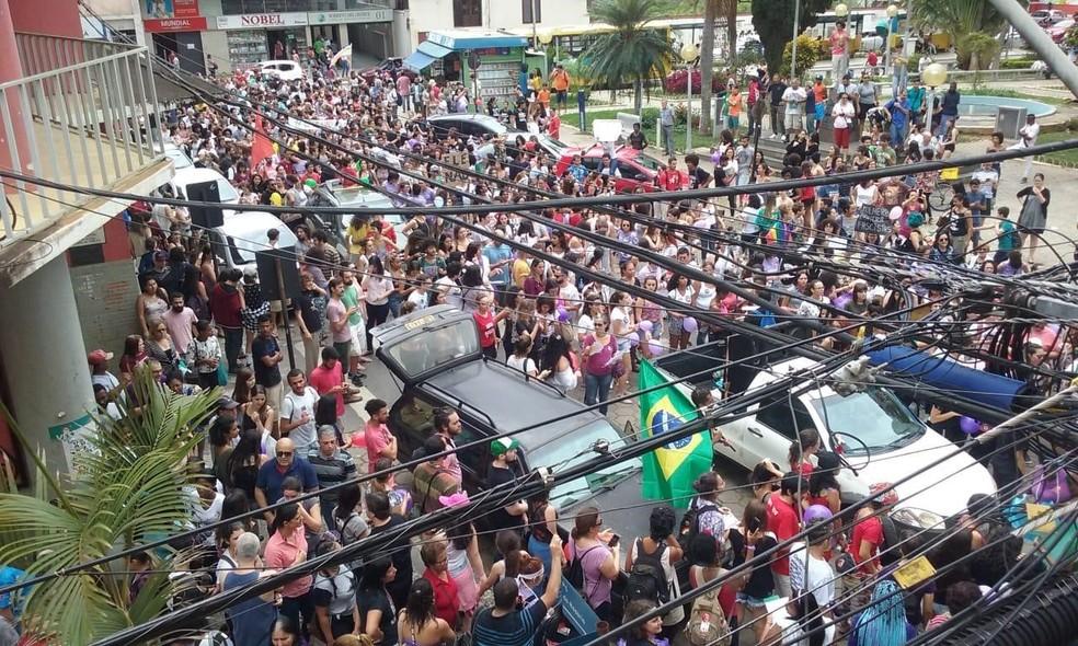 MG - Viçosa: Manifestantes protestam contra Bolsonaro neste sábado (29) — Foto: Juliana Boechat/Arquivo Pessoal