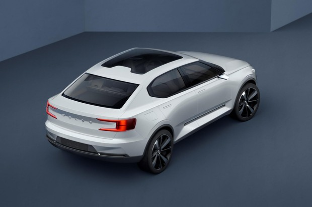 Conceito Volvo 40.2 introduz as formas do novo sedã S40 (Foto: Divulgação)