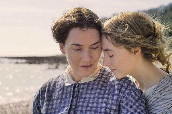 Kate Winslet e Saoirse Ronan em Ammonite (Foto: Divulgação)