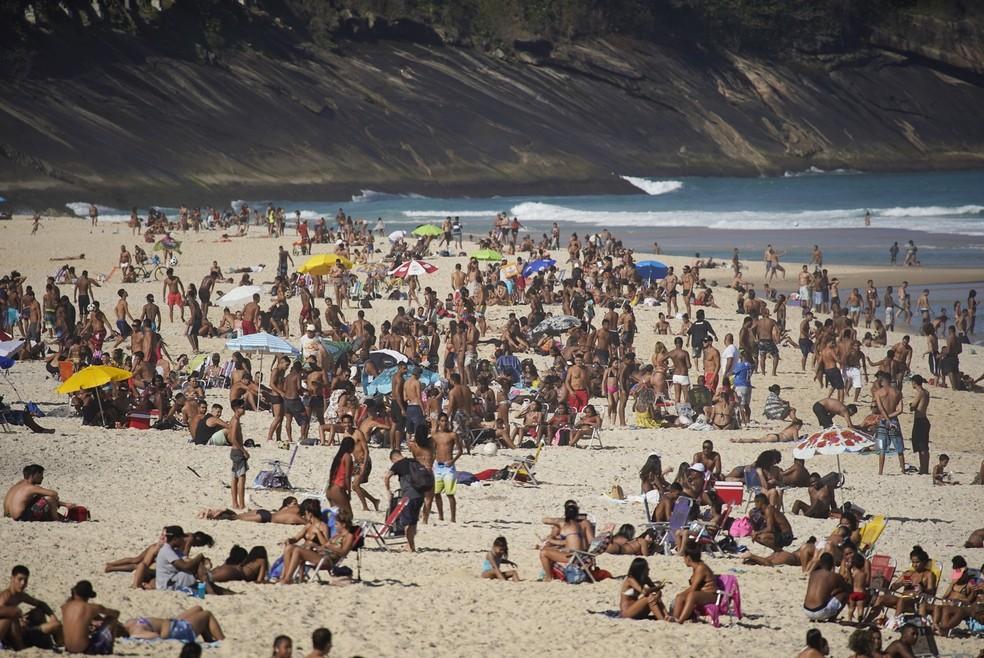 Praia de São Conrado lotada em dia de sol, em agosto de 2020 — Foto: Marcos Serra Lima/G1