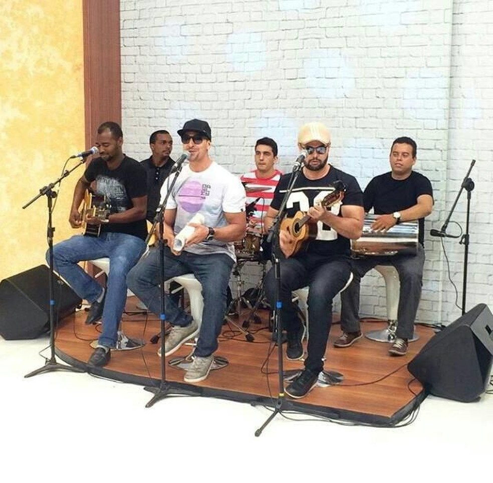 A banda Jeito de Ser faz show no Shopping Benfica. (Foto: Reprodução)