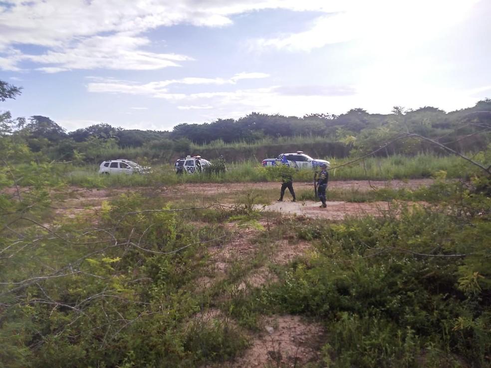 O cadáver foi encontrado na tarde desta quinta-feira (16), em Chorozinho, na Região Metropolitana de Fortaleza — Foto: Reprodução