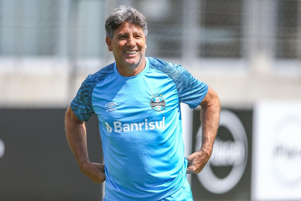 ... Renato de bem com a vida após renovação — Foto  Lucas Uebel Grêmio 687f132097b21