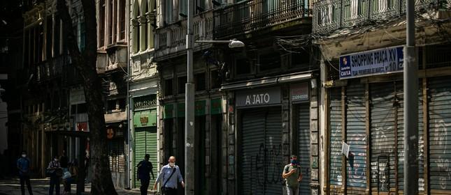 impacto da pandemia no Centro do Rio com lojas fechadas. Rua Primeiro de Março