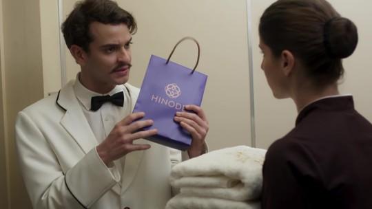 Um presente, uma grande confusão e uma história de amor