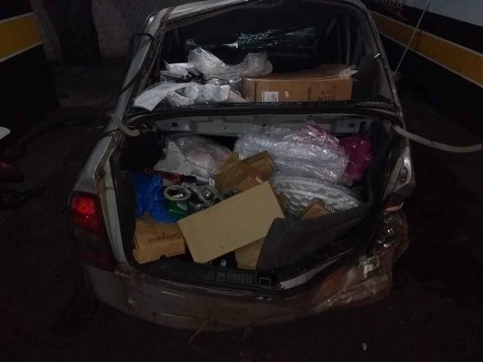 PRE encontrou produtos do Paraguai no veículo acidentado (Foto: PRE/Divulgação)