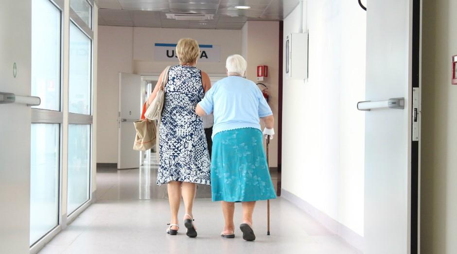 A pesquisa pretende detectar tendências que podem levar idosos saudáveis a quedas em um futuro próximo (Foto: Pixabay)