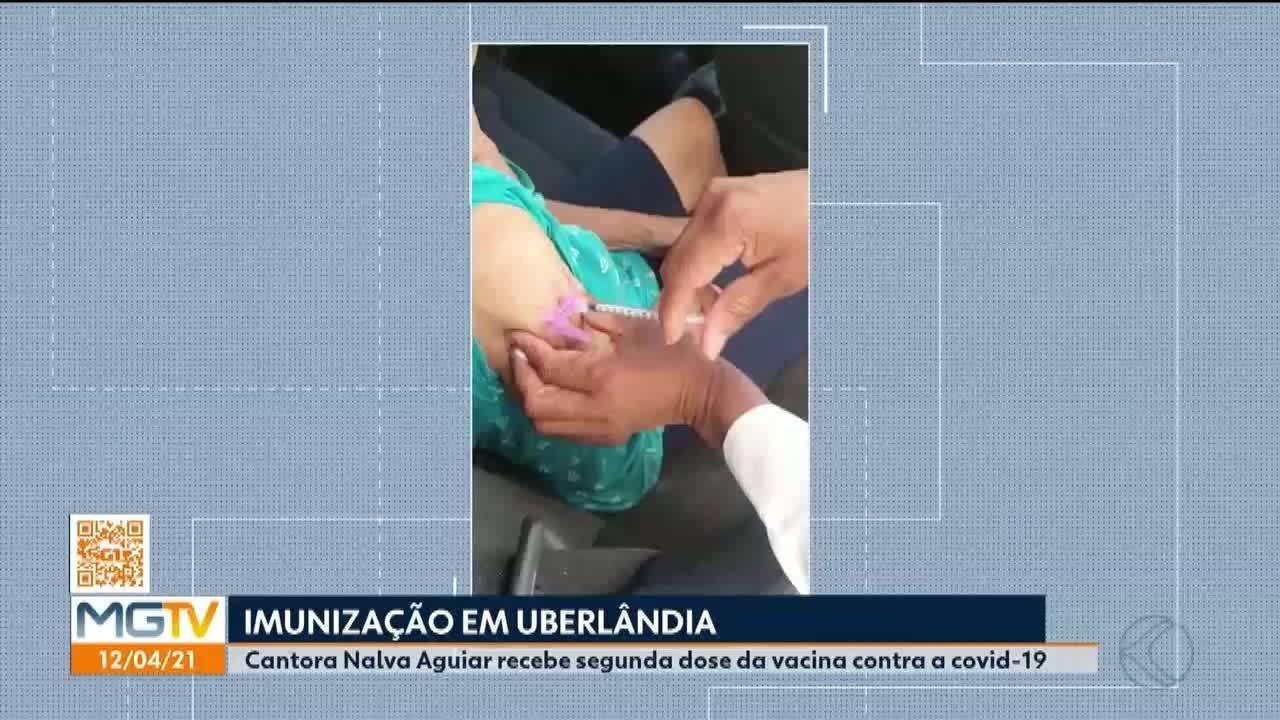 Covid-19: cantora Nalva Aguiar recebe segunda dose da vacina em Uberlândia