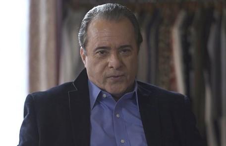 Na segunda-feira (13), Olavo (Tony Ramos) orientará Sampaio (Marcello Novaes) a trazer as máquinas para Serro Azul para invadir o casarão TV Globo