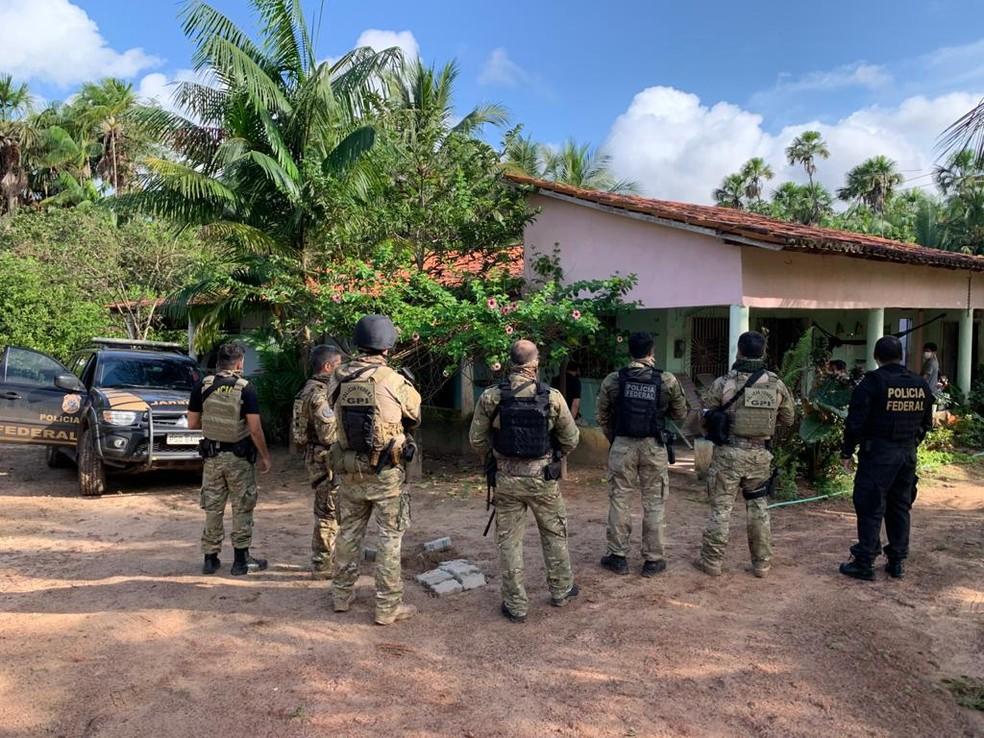 Cerca de 52 policiais federais e policiais da corregedoria da Polícia Militar do Maranhão participaram da operação desta quarta-feira (28). — Foto: Divulgação/PF-MA