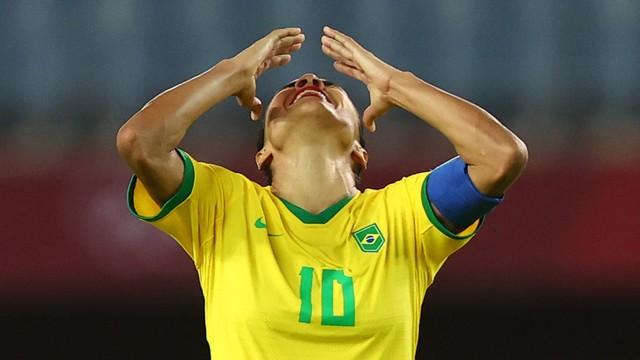 Marta lamenta eliminação do Brasil (Foto: REUTERS/Amr Abdallah Dalsh)