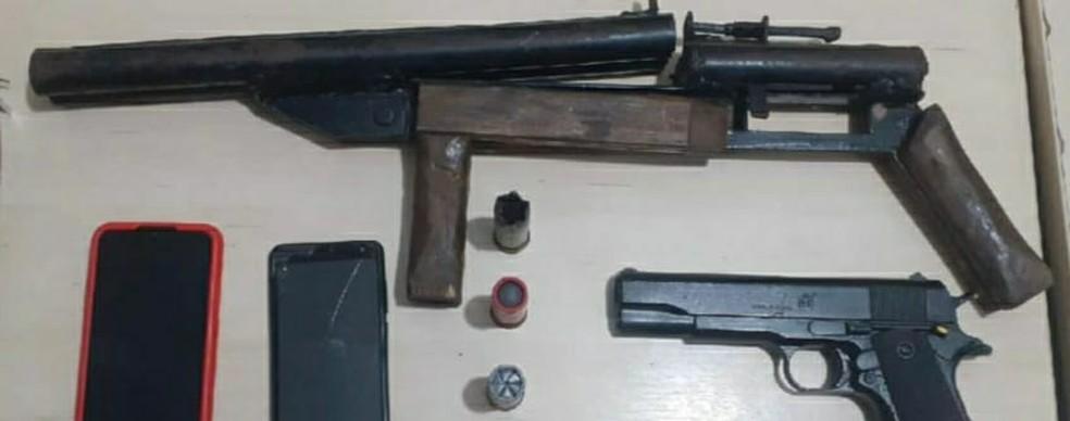 Armas apreendidas com assaltantes em Natal — Foto: Sesed/Cedida