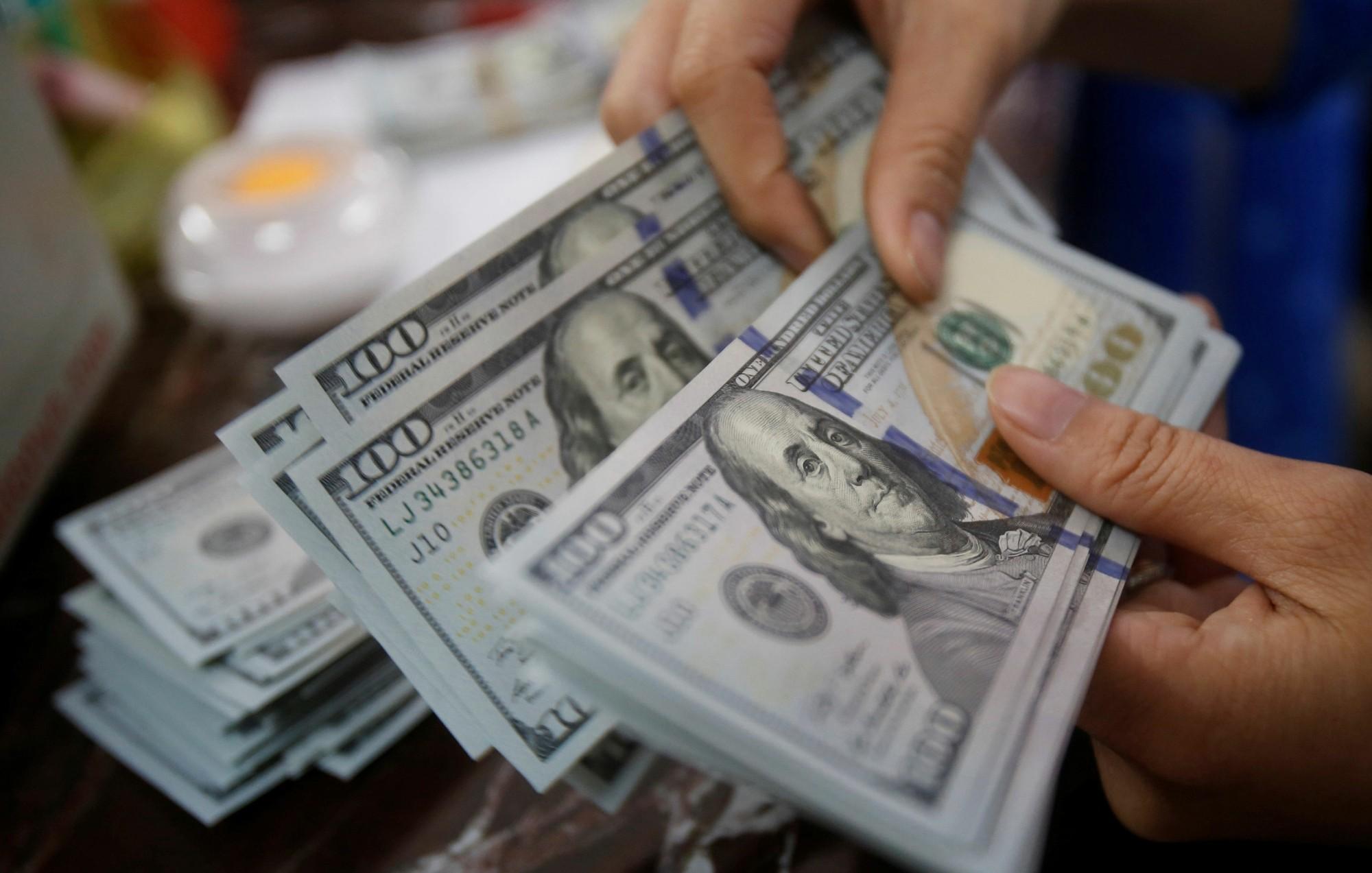 Dólar abre em queda nesta quarta-feira