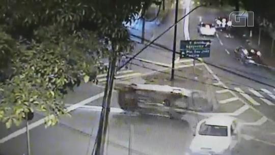 Três carros se envolvem em acidente em avenida de Jundiaí