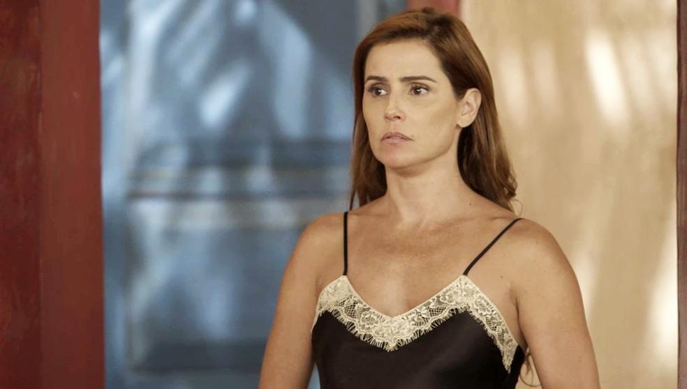 Alexia (Deborah Secco) fica em choque na presença de Ivo (Ricardo Duque) em 'Salve-se Quem Puder' — Foto: Globo