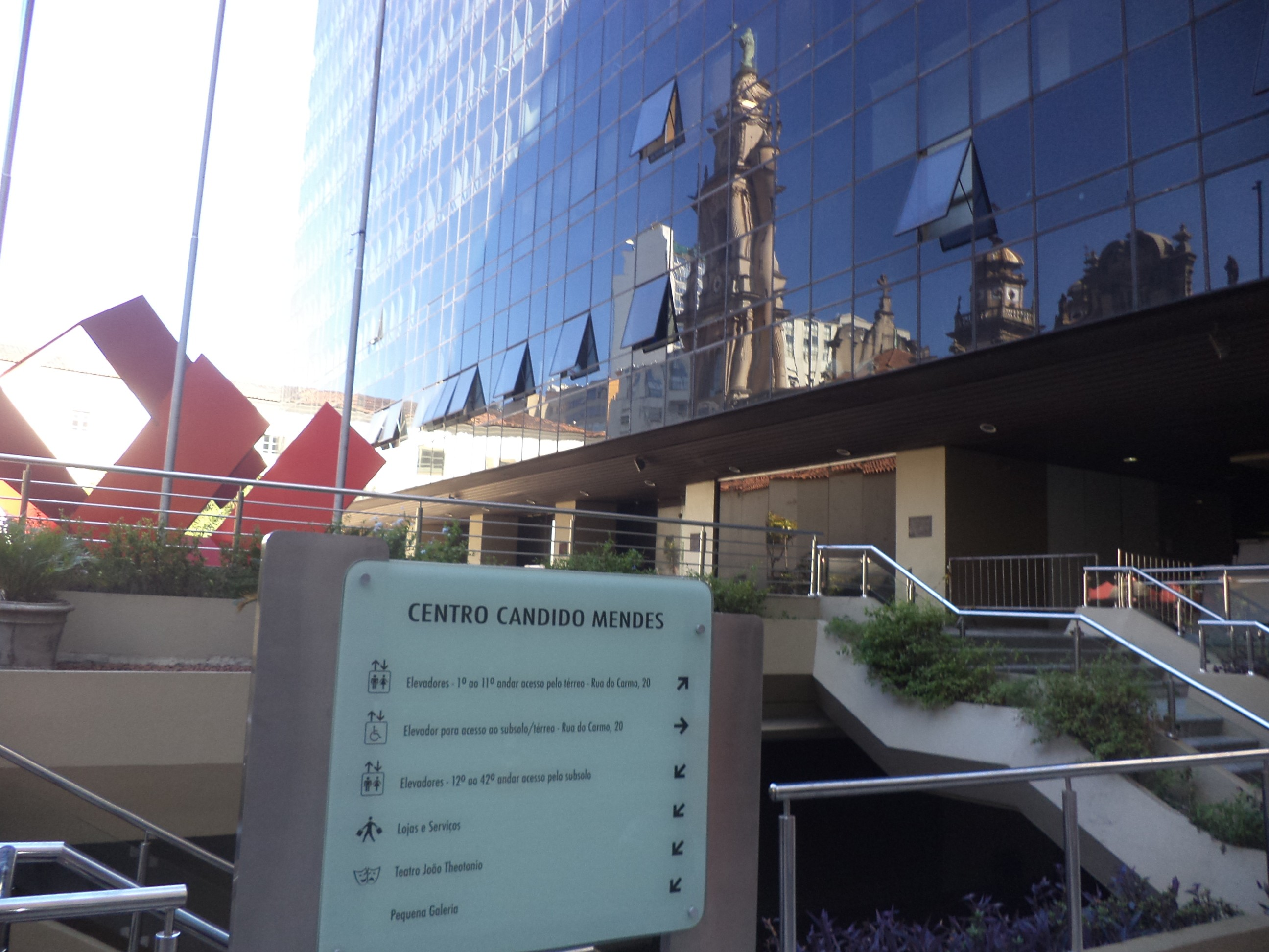 Instituto fica no Edifício Centro Candido Mendes, na Rua da Assembleia