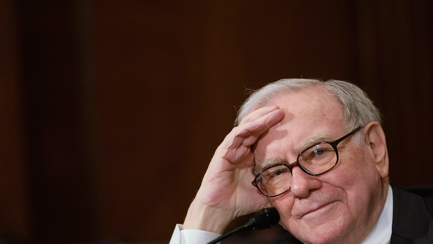 Warren Buffett fala em comitê do Senado americano (Foto: Alex Wong/Getty Images)