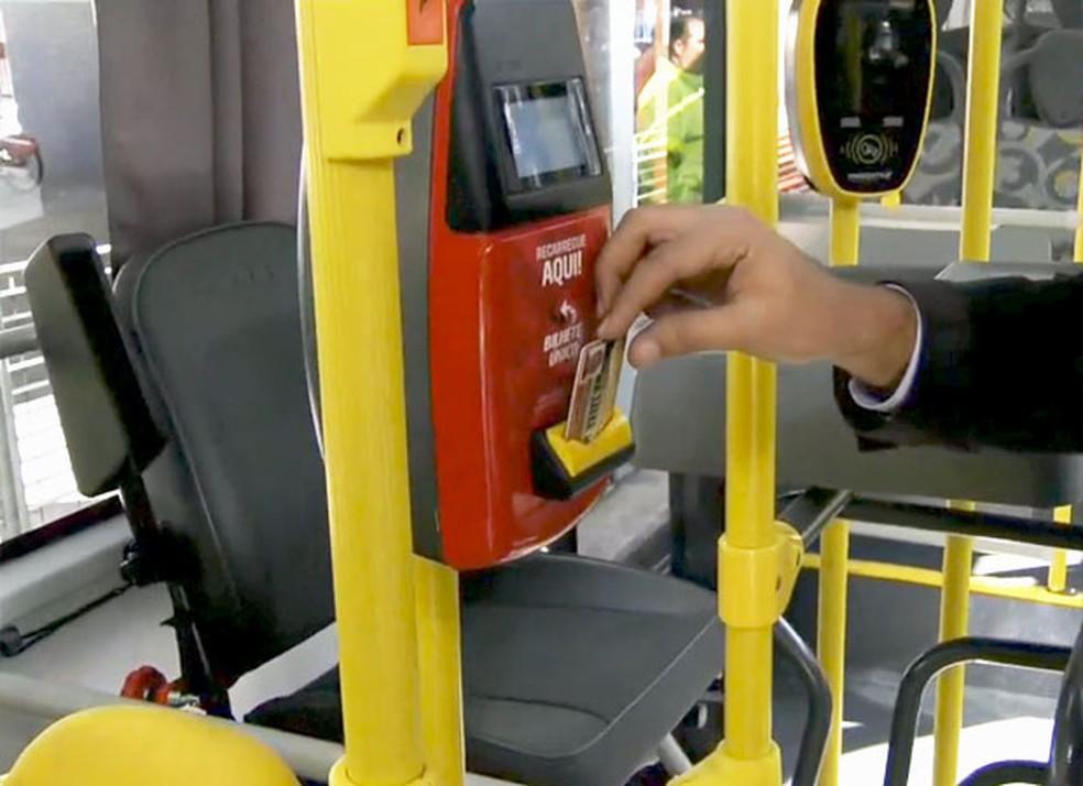Recarga do bilhete único do transporte público de São Paulo — Foto: TV Globo/Reprodução