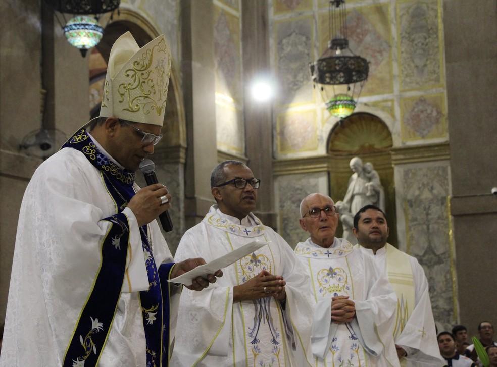 Bispo auxiliar da Arquidiocese de Belém, dom Antônio de Assis Ribeiro, presidiu missa — Foto: Ascom Basílica de Nazaré