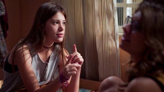 Anjinha foge da casa de Carla para ir atrás de Cleber