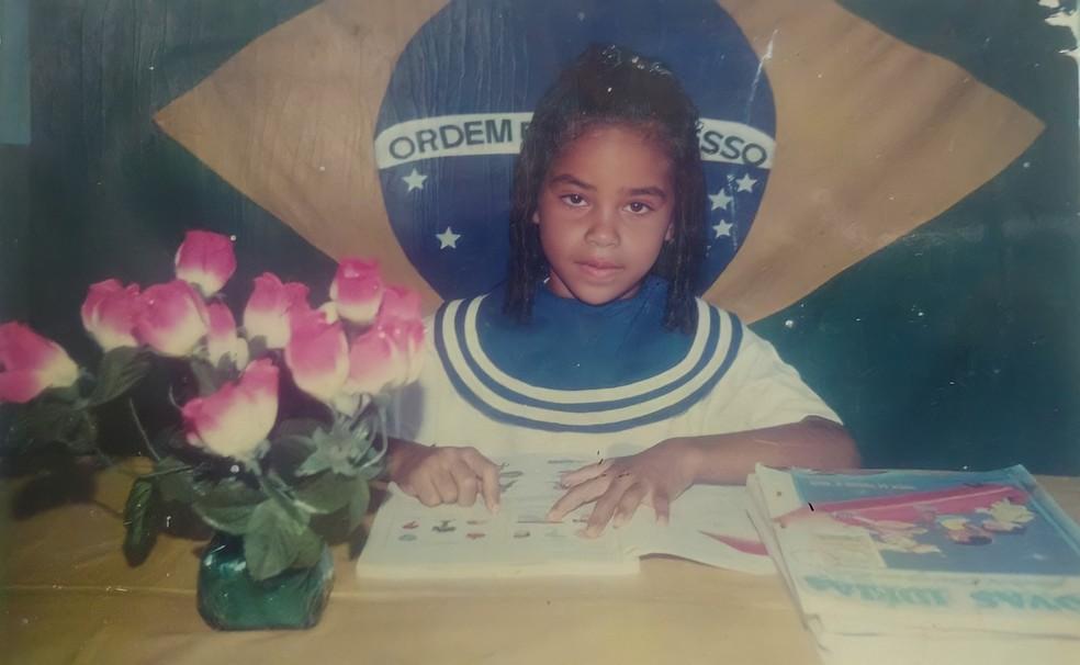 Elana Valenaria dedicou-se aos estudos com motivação dos pais, que não tiveram as mesmas oportunidades — Foto: Arquivo Pessoal
