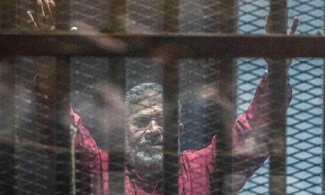 Mursi no tribunal no Cairo
