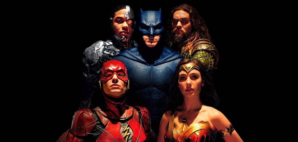 -  Ray Fisher, Ben Affleck, Jason Momoa, Ezra Miller e Gal Gadot formam a  Liga da Justiça   Foto: Divulgação